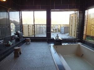 大風呂 グループでの貸切利用(1回1,000円)や、ゲストさんが多い場合にこちらをご案内することもあります