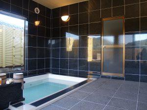大風呂 沸かし湯1回につき1,100円で貸切利用できます